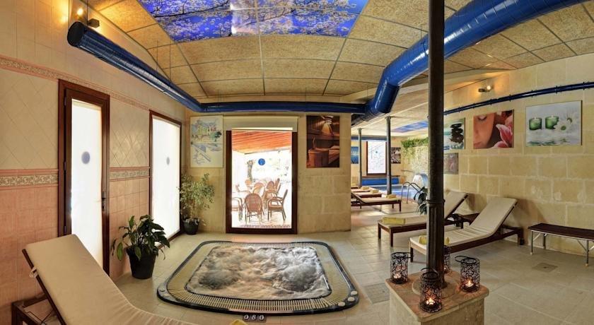 Hotel Monnaber Nou - binnen whirlpool