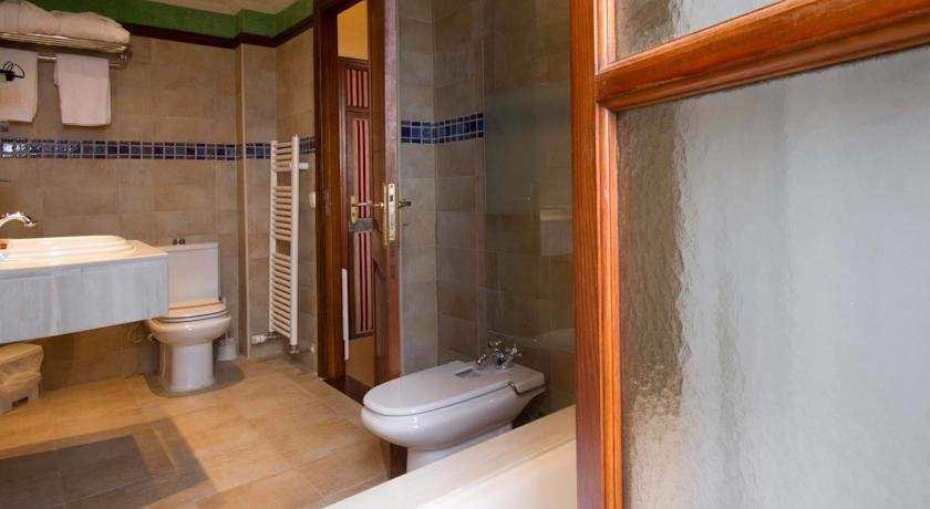 Hotel Monnaber Nou - badkamer
