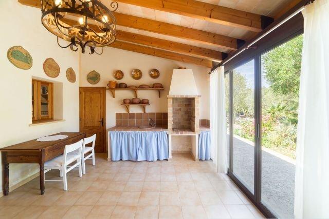 Villa Estern - overdekt terras met barbecue