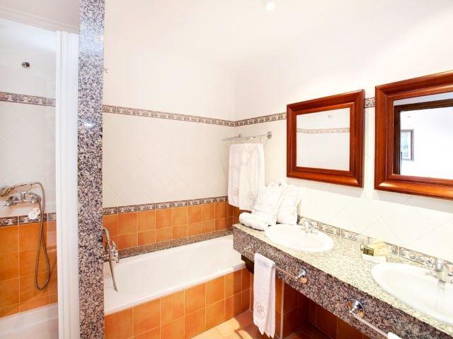 Hotel Puig de Ros d'Alt - badkamer junior suite