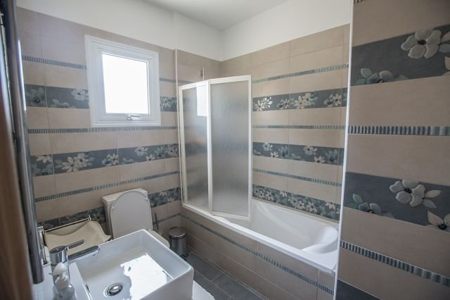 Villa Pernera - badkamer