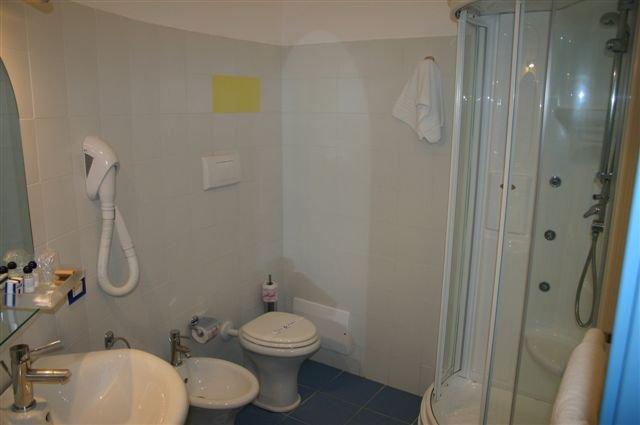 Hotel La Battigia - badkamer