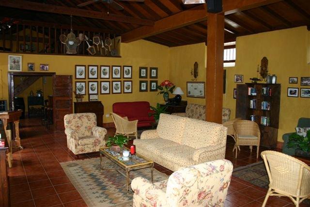 Hotel El Patio - lobby