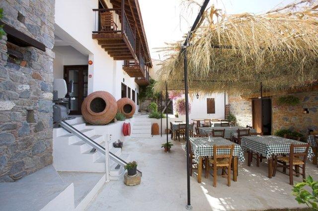 Hotel Ambelikos - eetgedeelte buiten