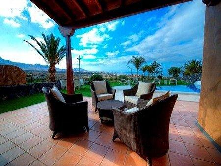Hotel villa Maria - privé terras villa met zwembad