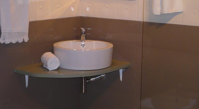 Hotel Edone - badkamer